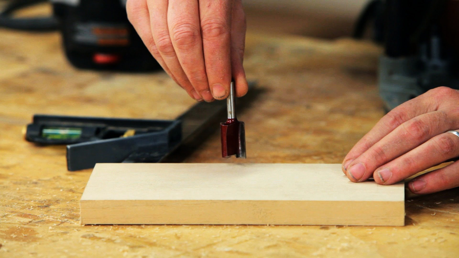 The right way to install a router bit
